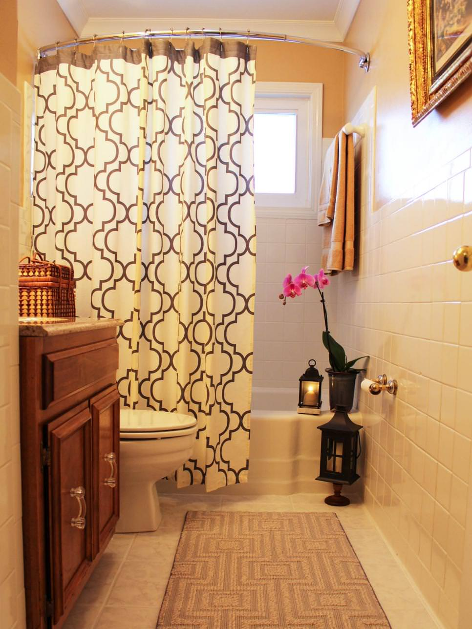 neutral small bathroom with shower curtain design