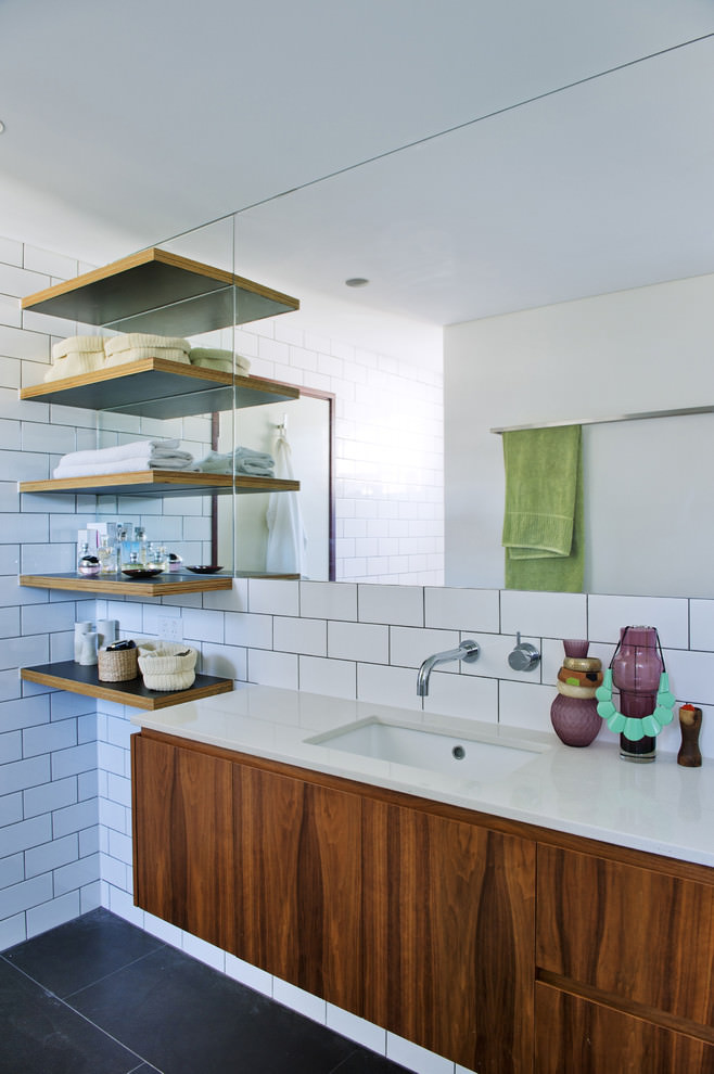 Midcentury bathroom shelf design