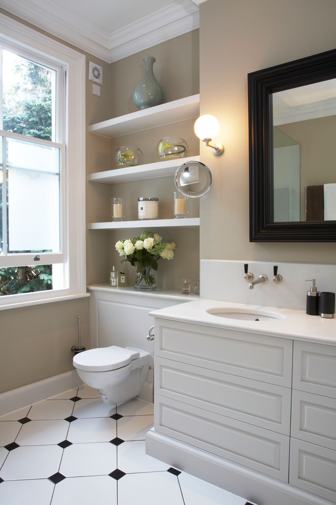 Traditional bathroom with desent shelves