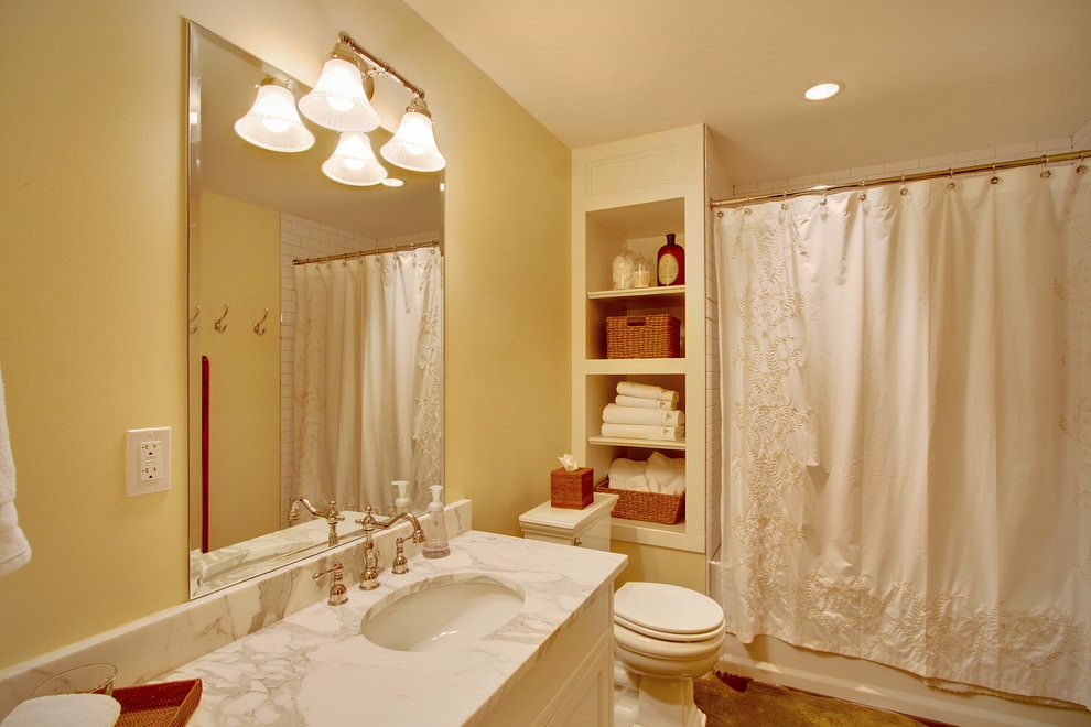 Traditional bathroom with shelf design