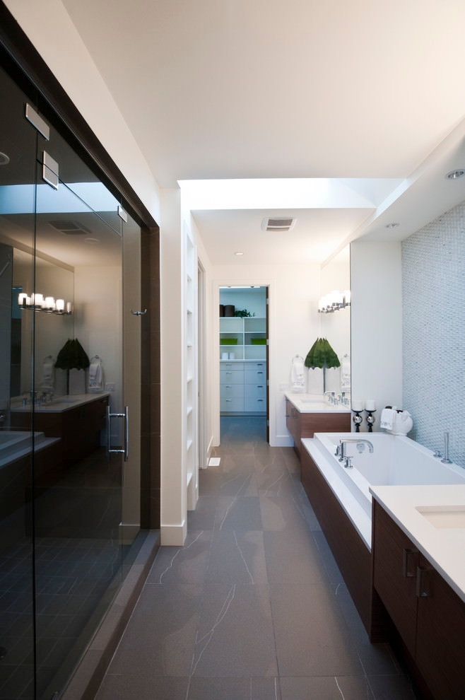 Black & white narrow bathroom design