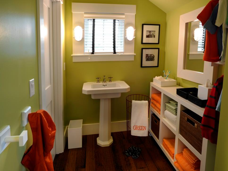 Simply Green narrow bathroom design