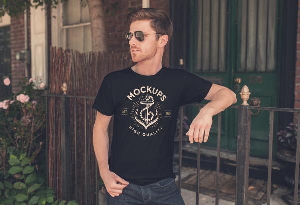 Black T -shirt Mockup