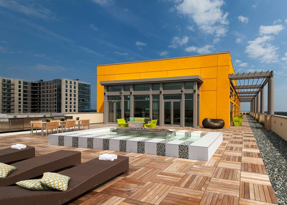 Wide open patio design