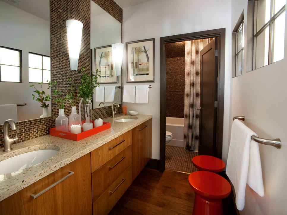 Modern Bathroom with small block wall design