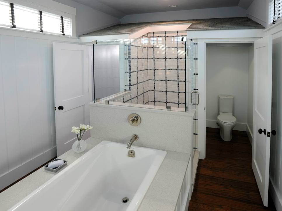 white bathroom with block pattern wall design