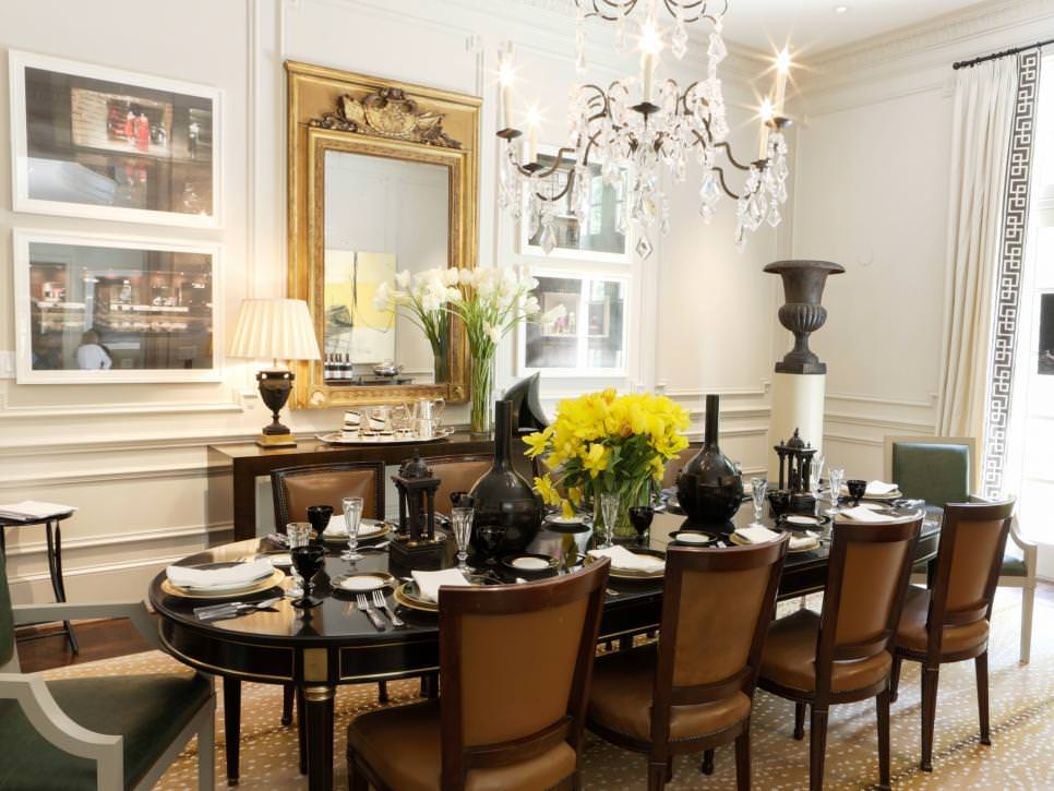 Traditional Dining Room With Elegant Chandelier