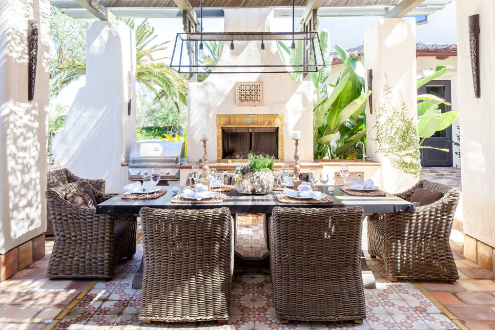 Mediterranean Outdoor Dining Room design