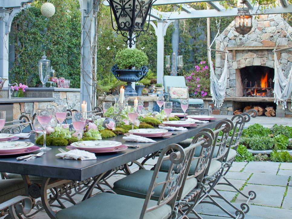 Romantic Outdoor Dining Room design