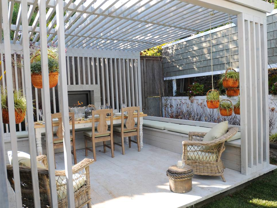 Simple Outdoor Dining Room design