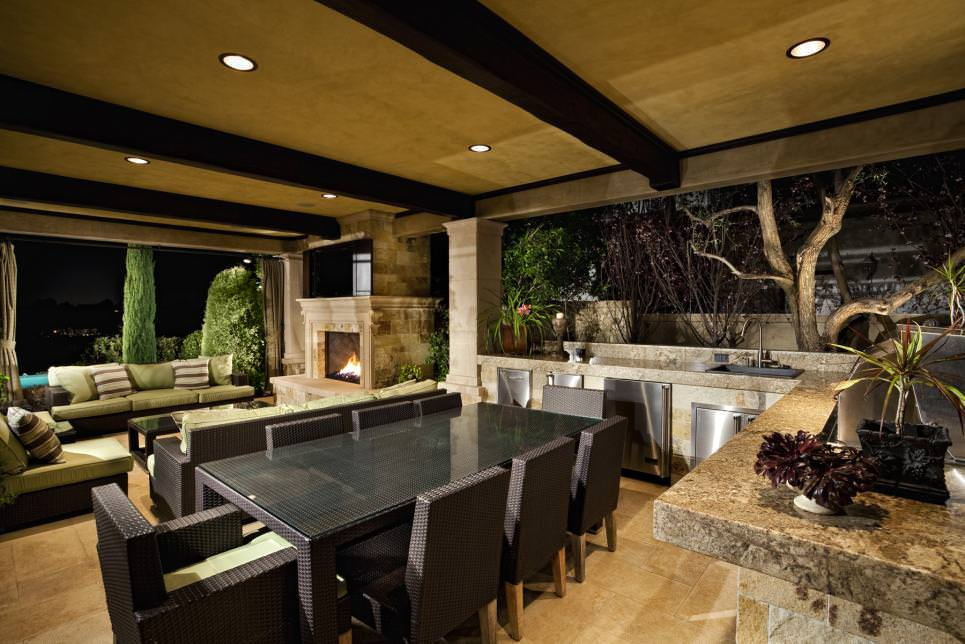 Spacious Outdoor Dining Room design