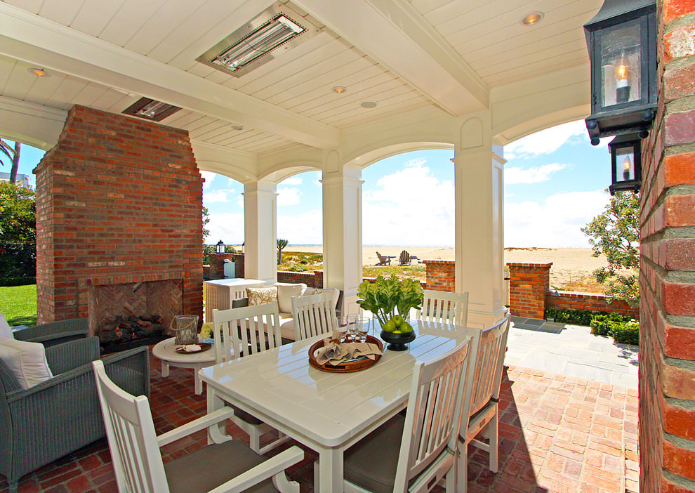 Traditional patio outdoor dinning room design
