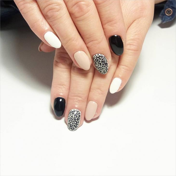 black and white nail art idea