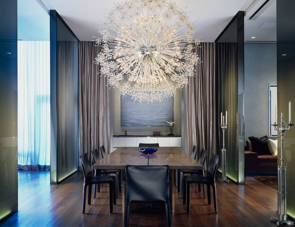 Contemporary dinning room with sputnik chandelier