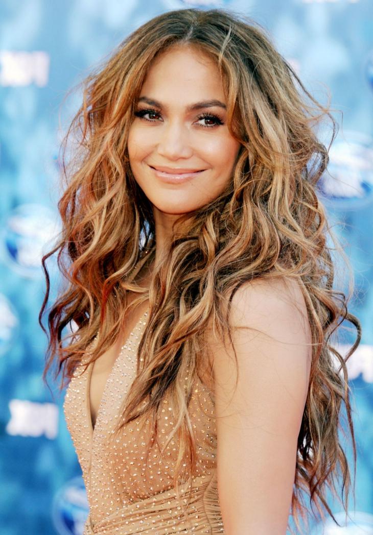 Jenifer Lopez Wavy HairStyle