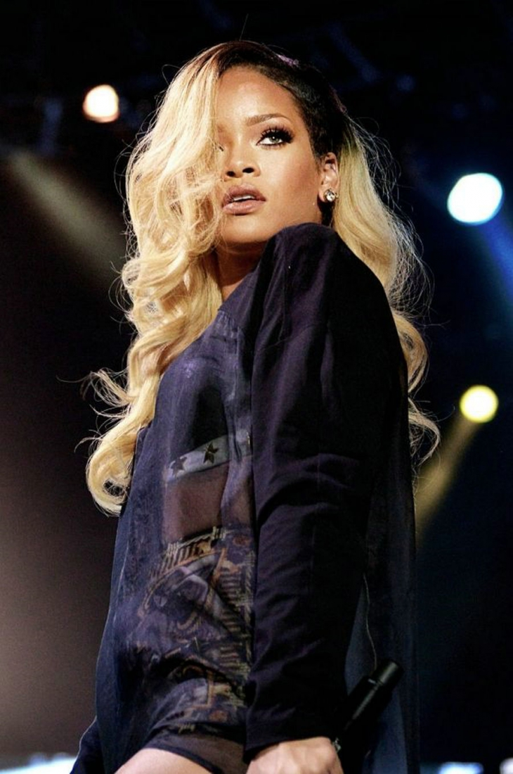 Rihanna Blonde Wavy Hair