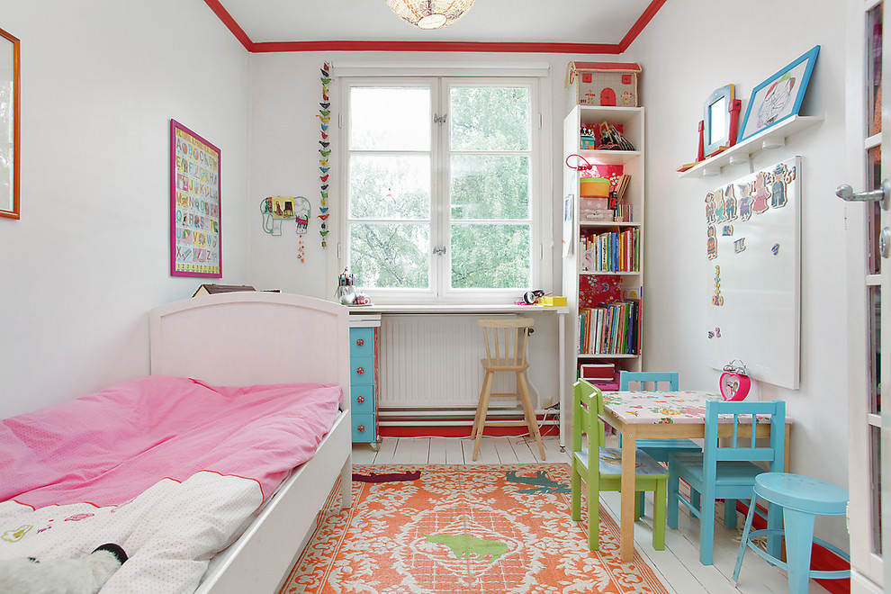 Eclectic kids room with spacious design