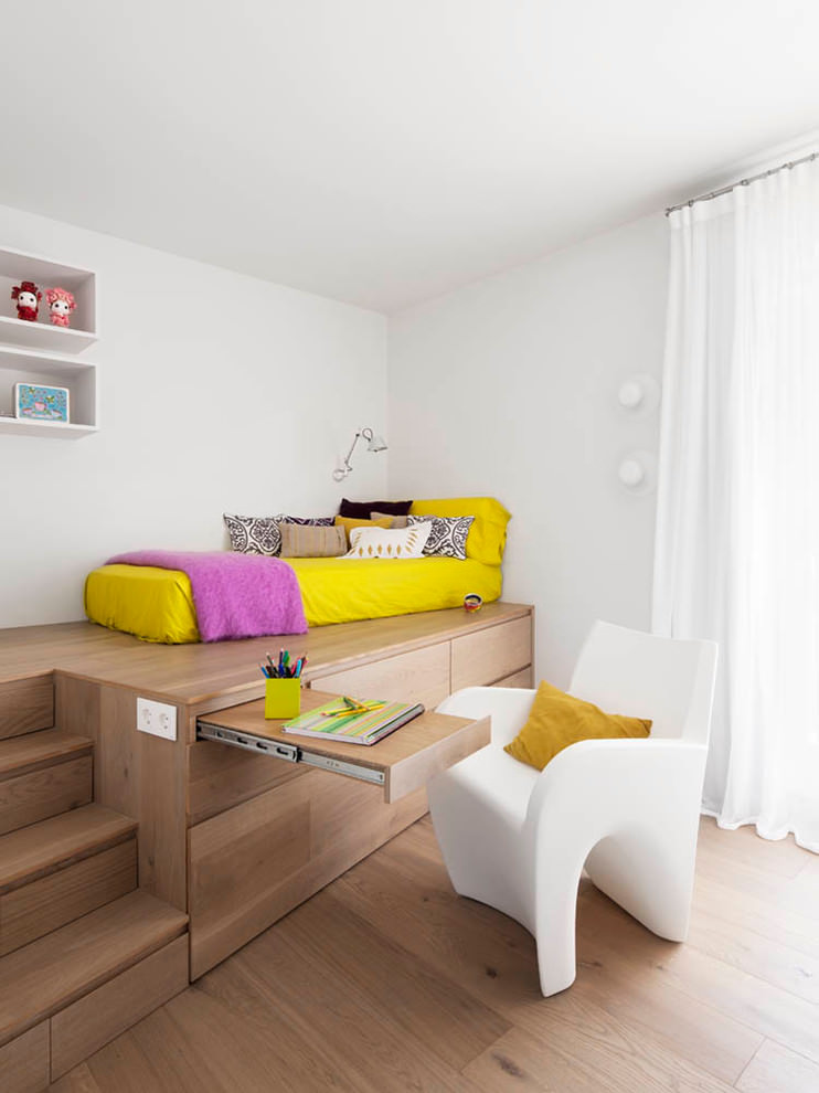 Nice spacious contemporary childrens room design