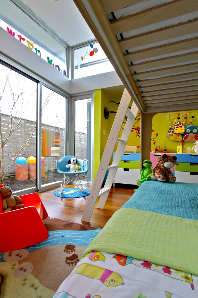 Spacious colorful Kidsroom design