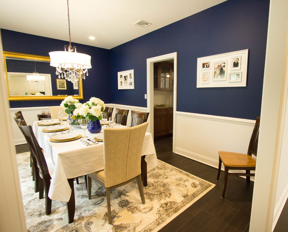 Blue accent on walls with dining room design