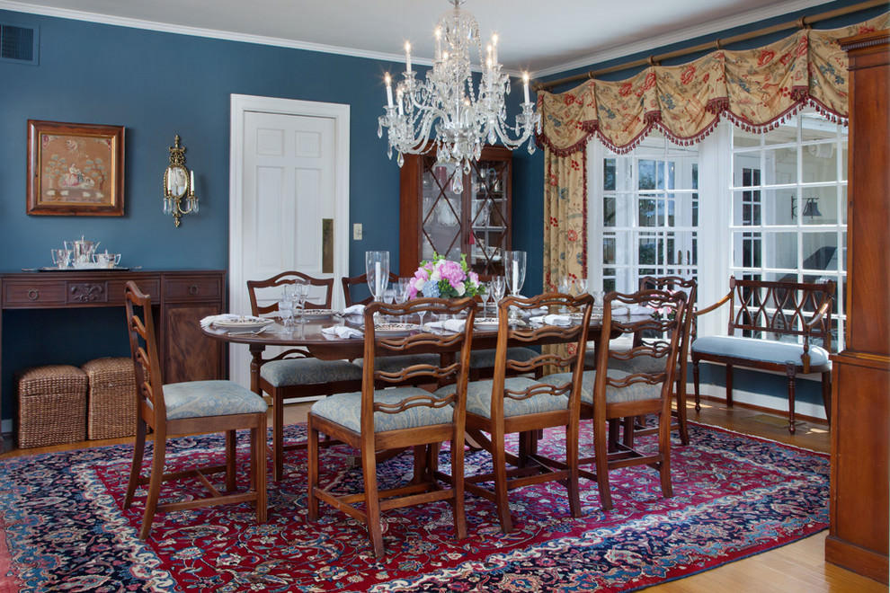 Elegant blue on walls dining room design