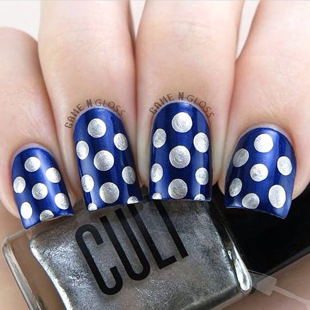 Polka Dots on Nails.