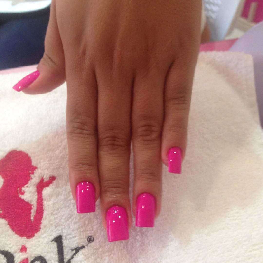 Pink nail Polish Design on Left Hand