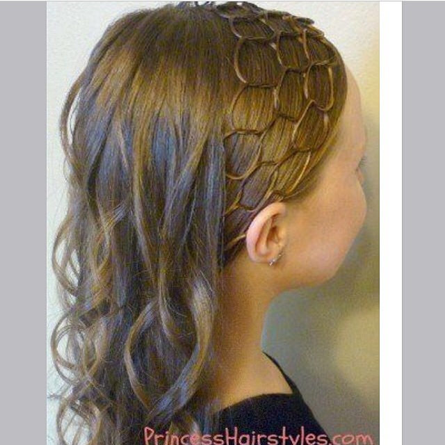 Chain Type Medium Hair Style