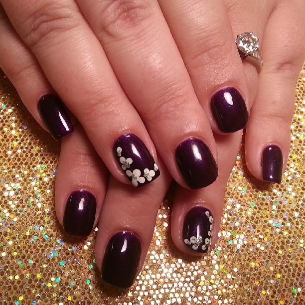 simple floral nail design