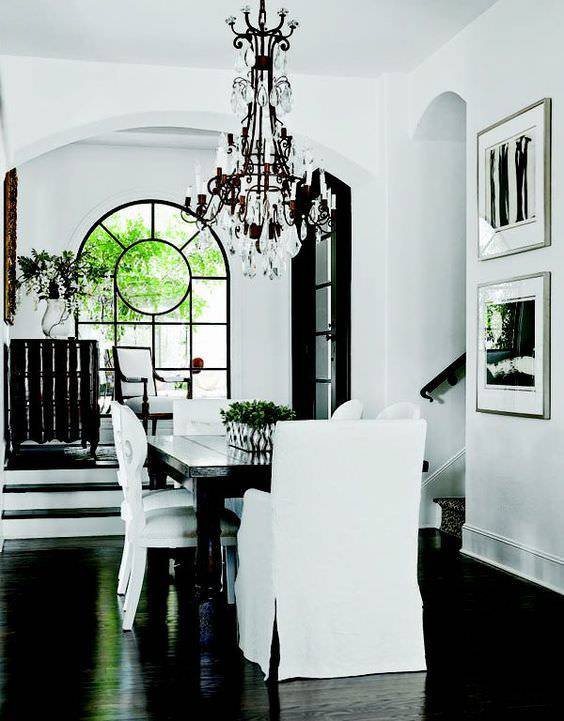 Black and White Themed Diningroom