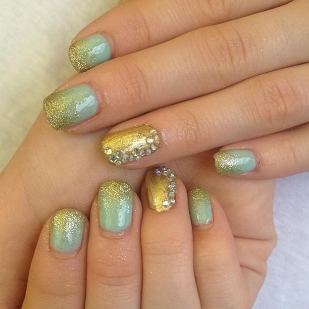 aqua glitter nail design