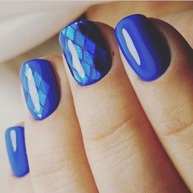 Awesome Blue Colored Shellac Design