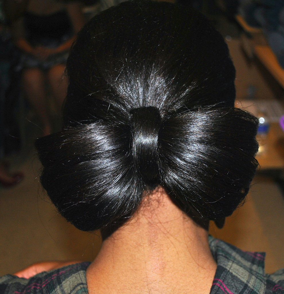 bow hair mid length hairstyle