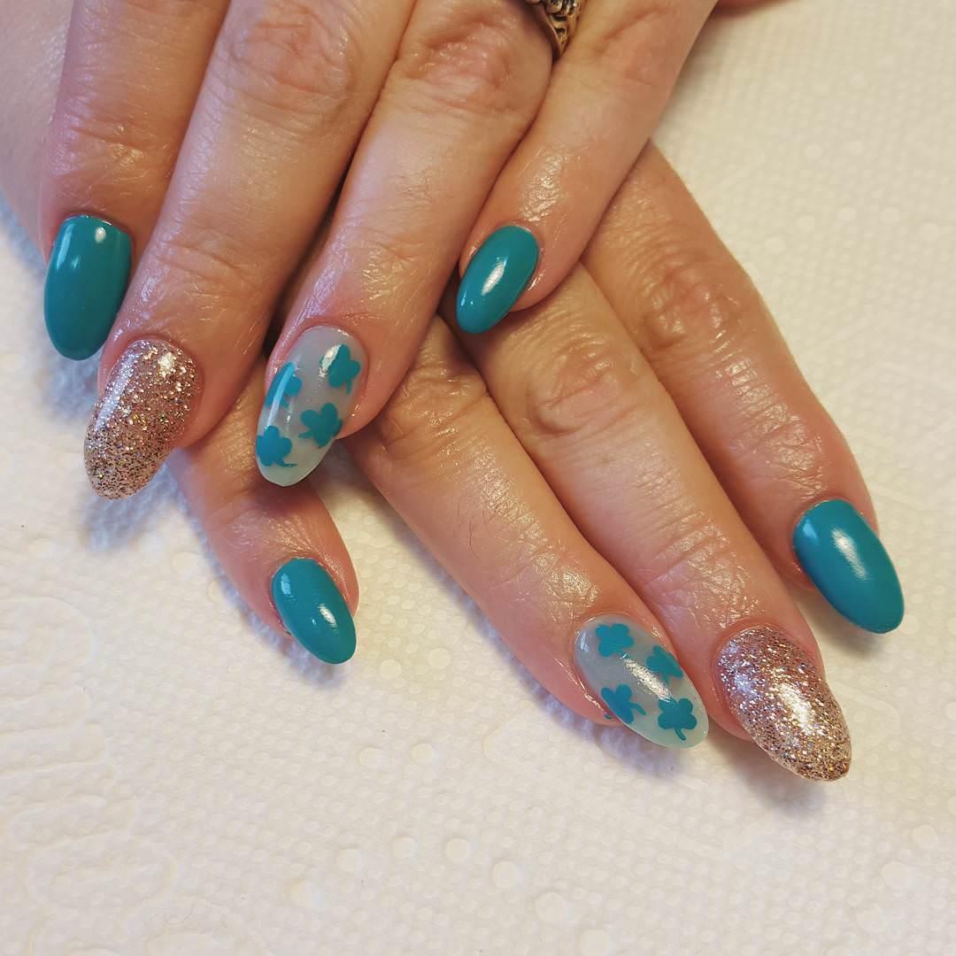 claw glitter nails