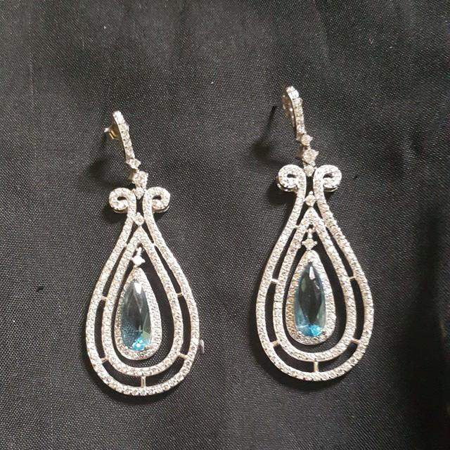 Elegant Blue Stone Sliver earring