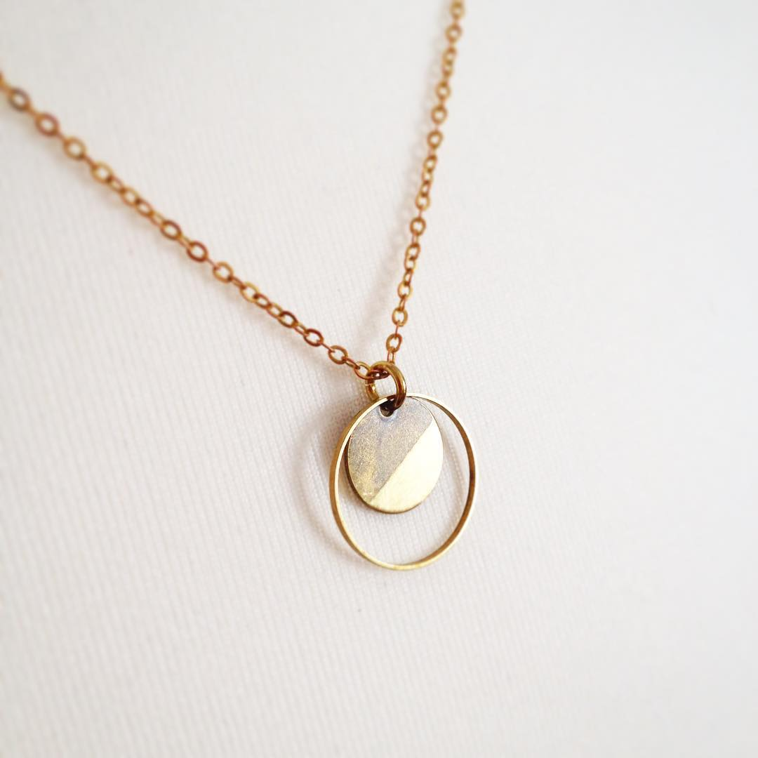 Delicate Golden Hallow Round Pendant Mini Neckalce