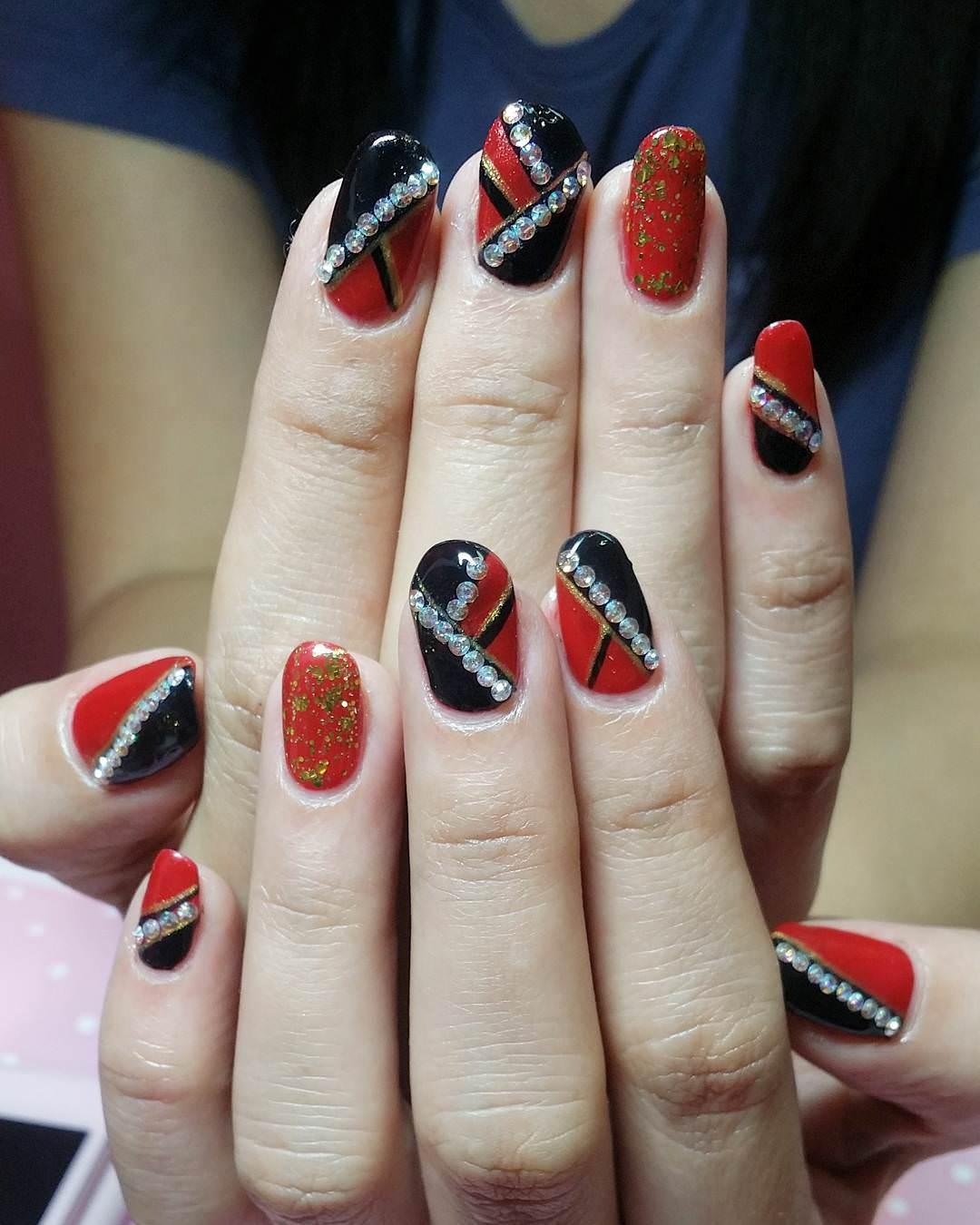 shiney glitter nail design1