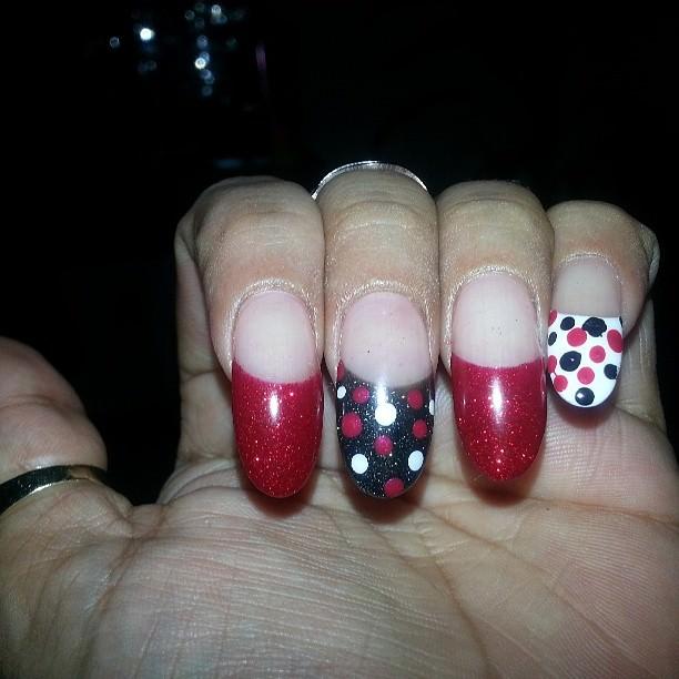 polkadot nail design