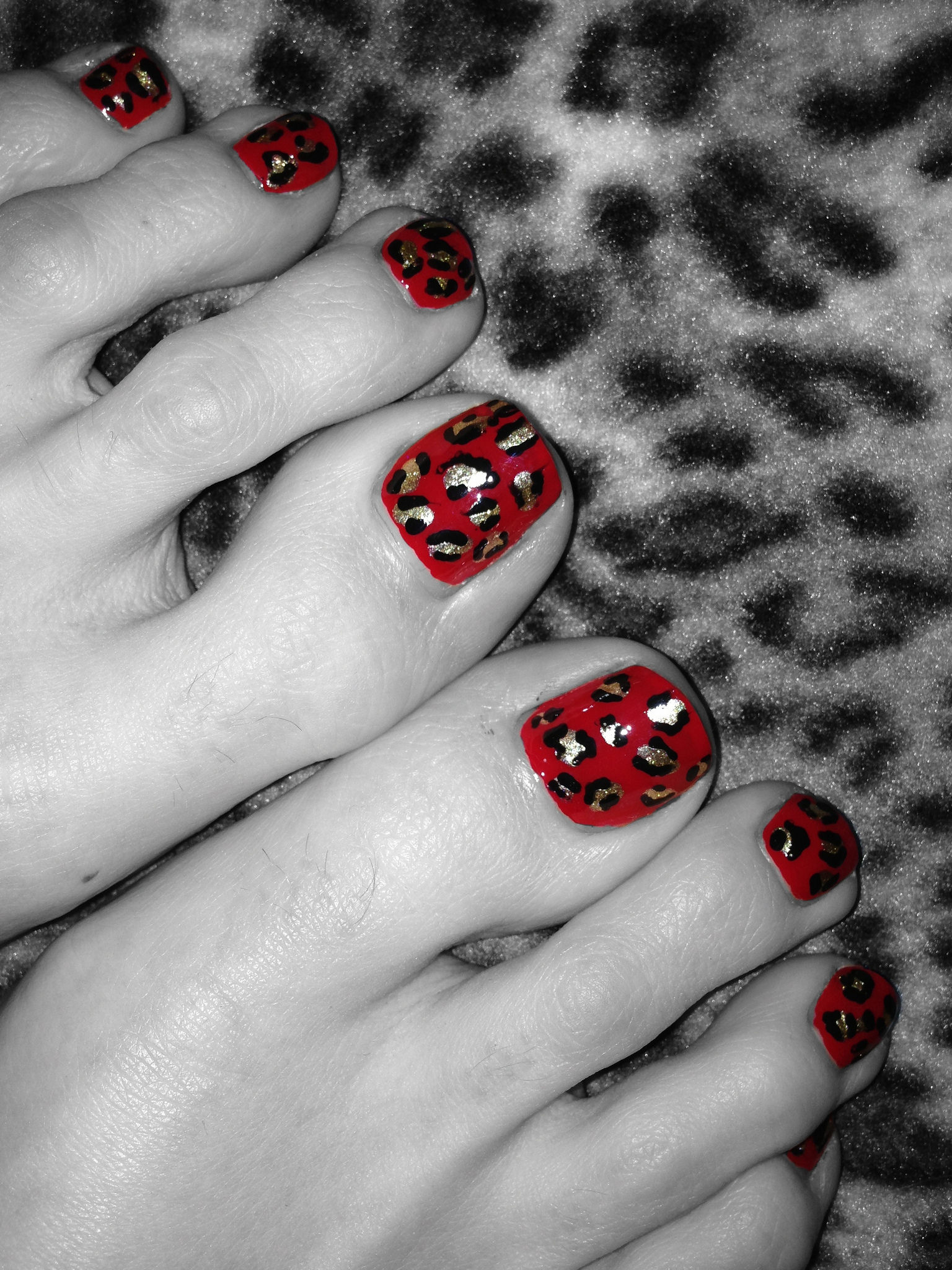 toe nail design with black and red colors