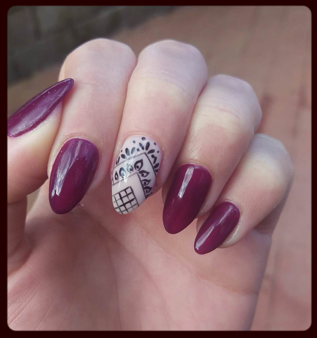 Oval Nails Fashion