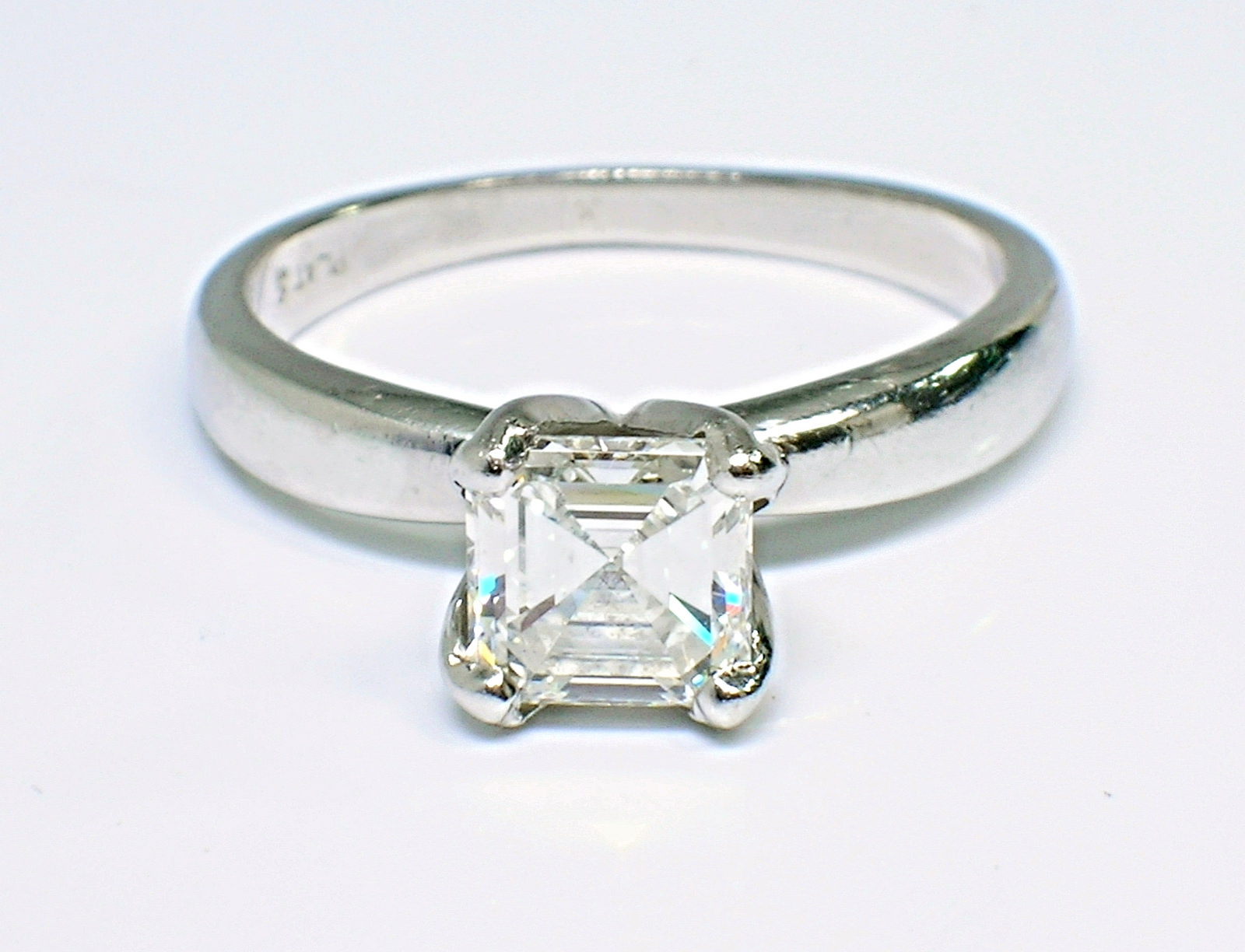 Simple Easy Use Square Diamond ring