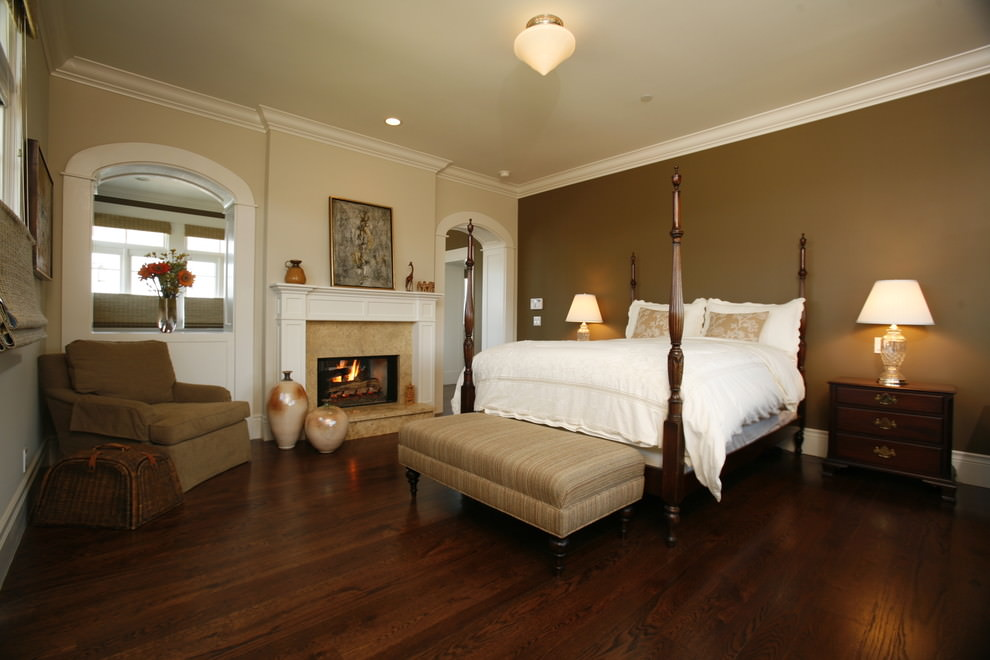 Traditional bedroom with Descant brown wall accent