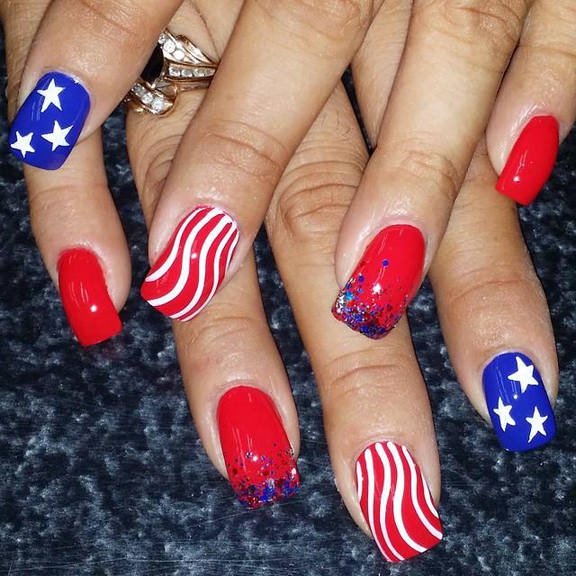 patriotic design on claw nails