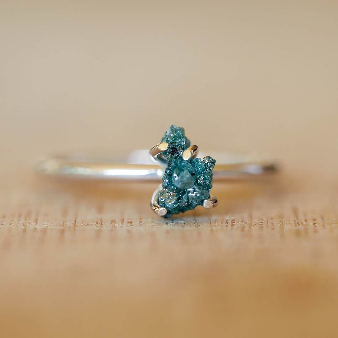 gorgeous ocean blue color Raw Dimond Ring