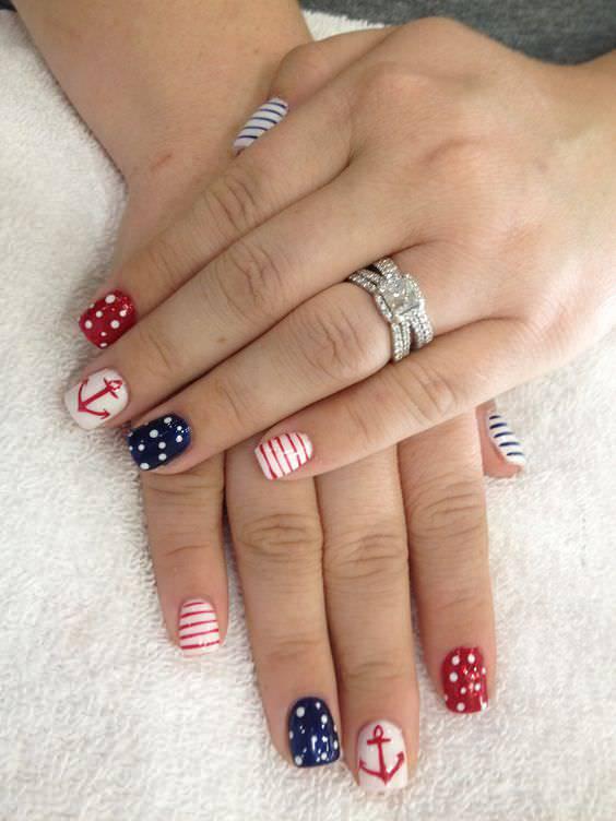 nice and simple patriotic nail design
