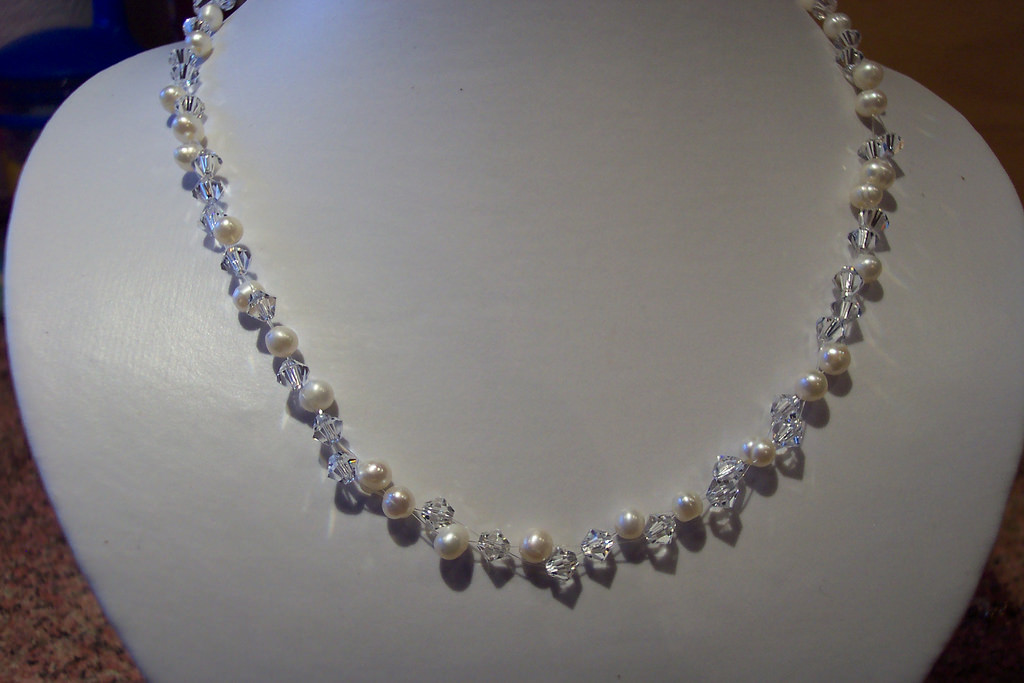 Simple Pearl Prom Necklace