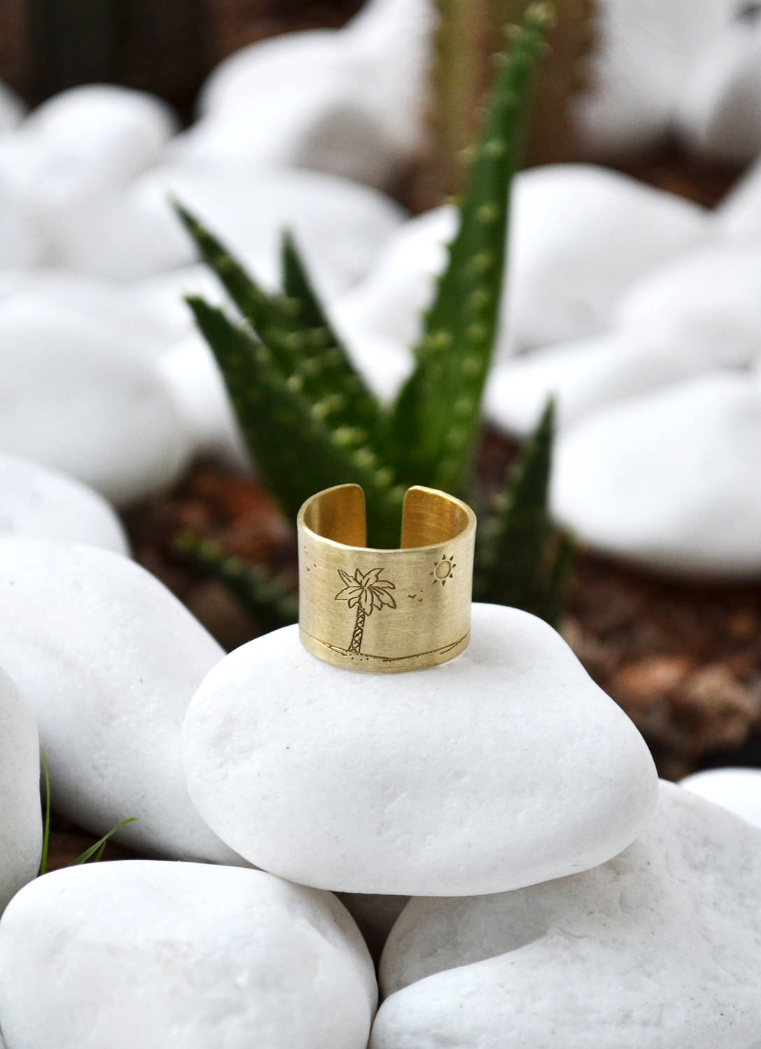 Charming Palm Tree Tropical ring