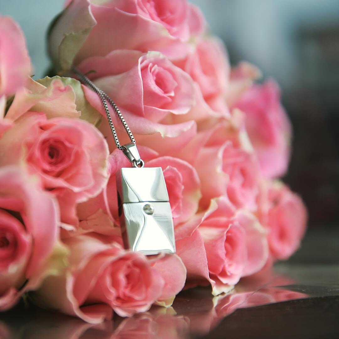 beautiful stylish usb necklace