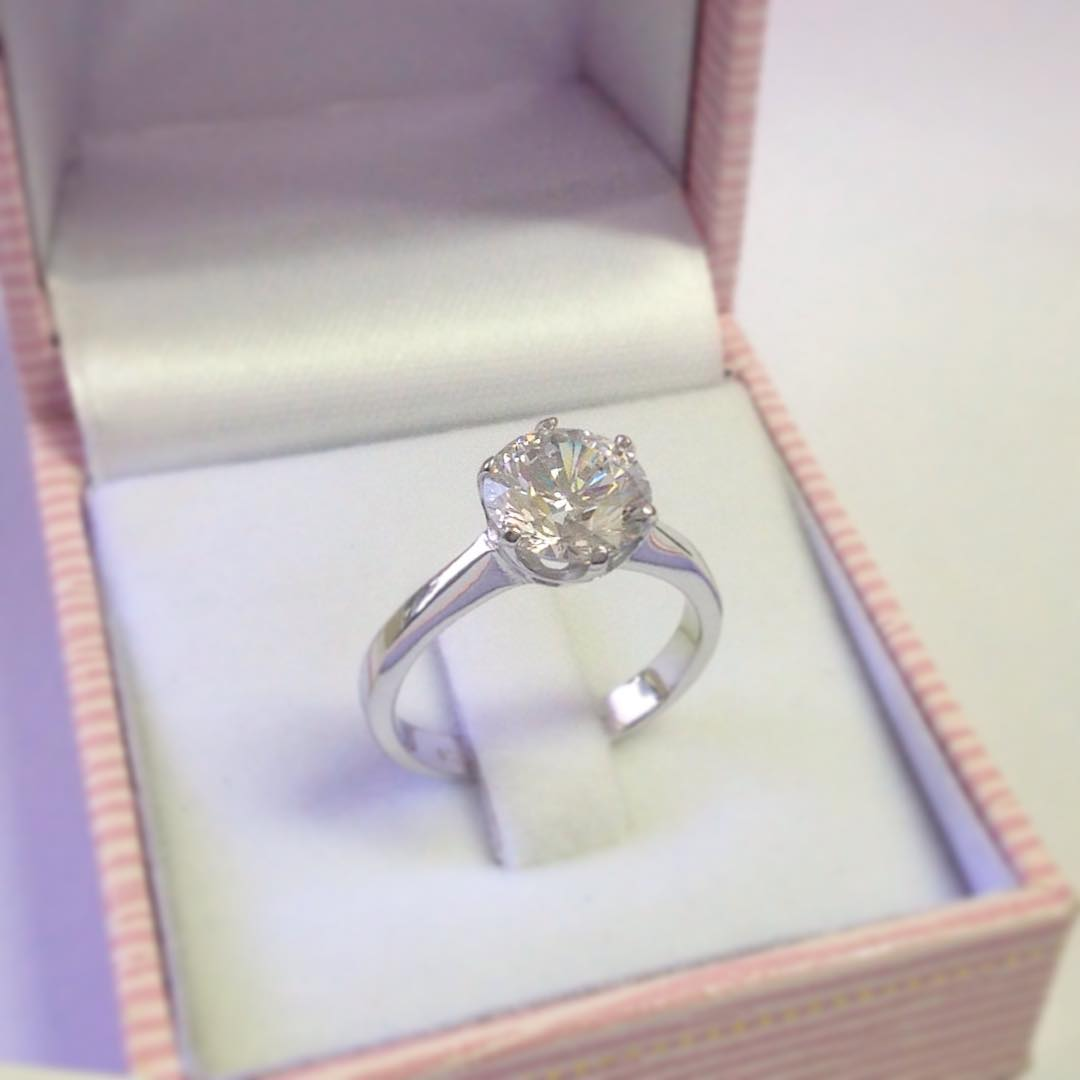Lovely Solitaire Diamond