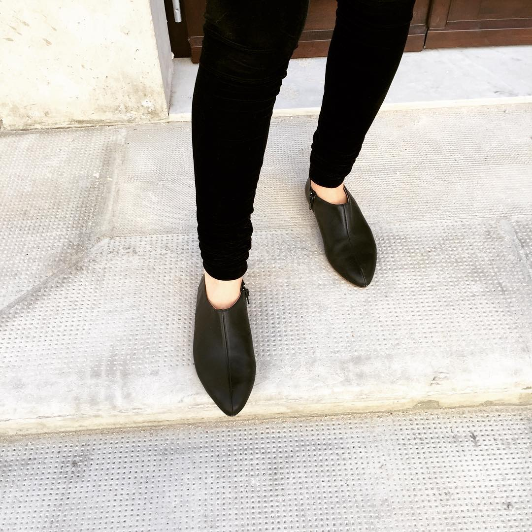 Awesome Black Flat Boots